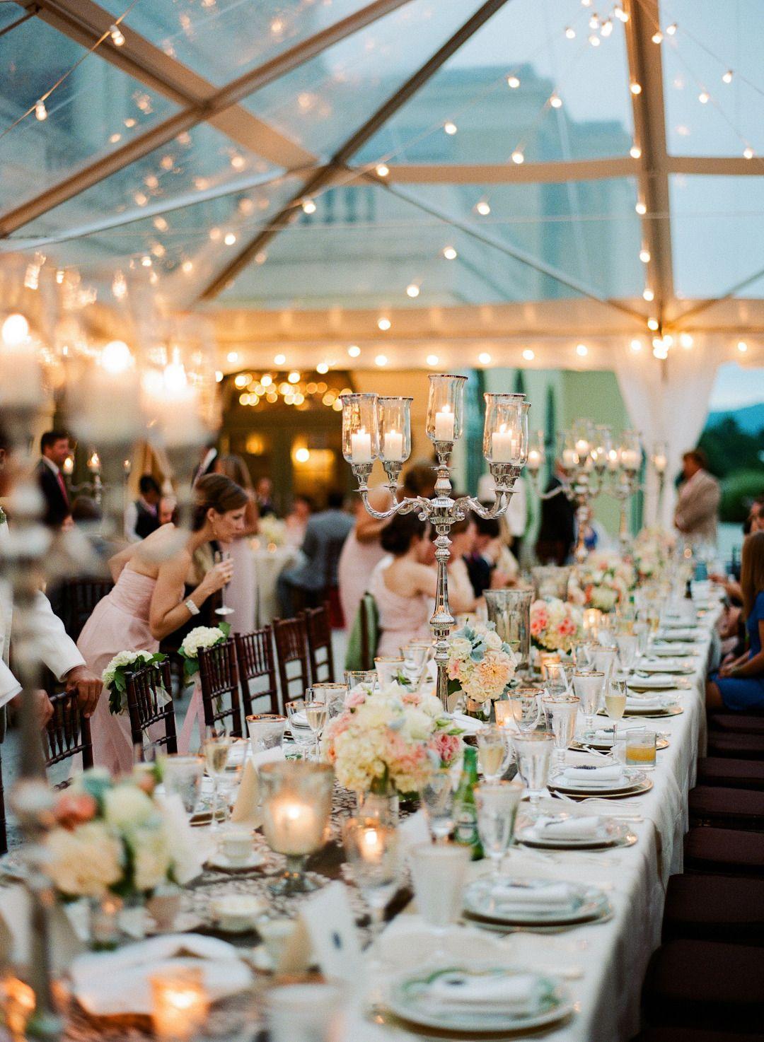 Una decoración muy bien lograda, con luces, velas y un techo translúcido, un ambiente cálido, elegante y acogedor ... me encanta!!