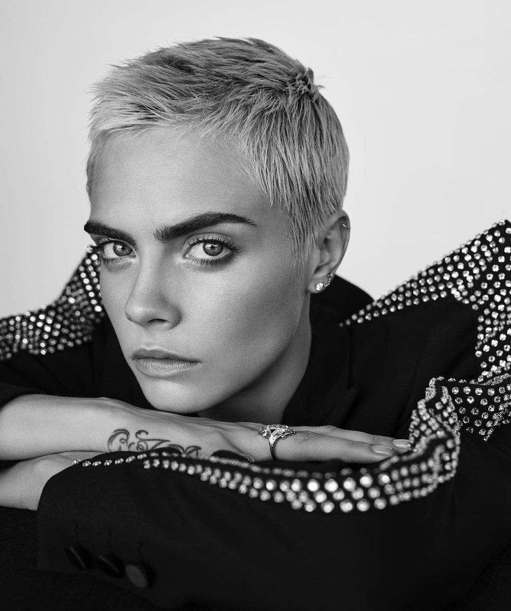 Cara Delevingne Short Pixie Hair Hair Beauty In 2019 Cara