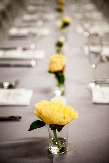 Simple yellow rose flower centerpiece minimalist wedding