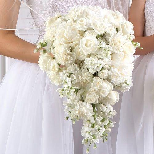 Bouquet Cascata Sposa.Bouquet Ricadente Fiori D Arancio Rose Roselline E Garofani