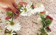 Como fazer: coroa de flores para o cabelo - Diversao - CAPRICHO