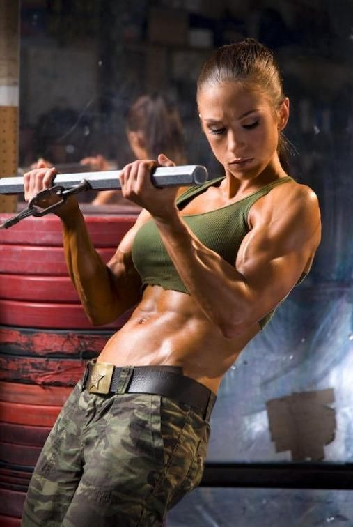 Army-fitness-muscle-girl