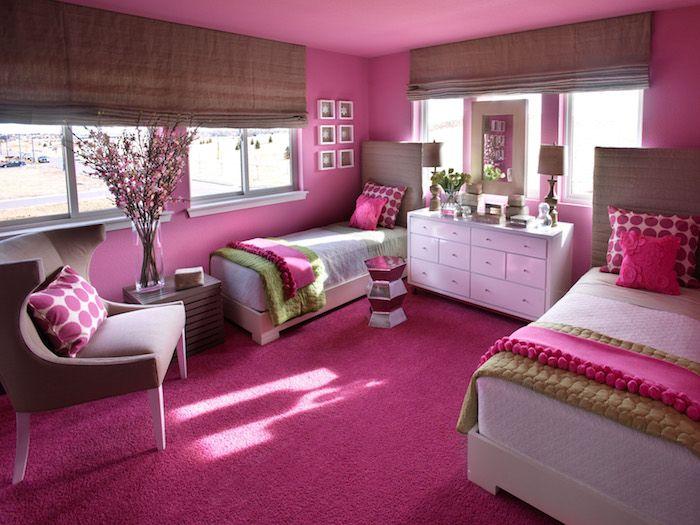 Jugendzimmer Mädchen Ein Zimmer Für Zwei Mädchen Zwillinge Ideen Schrank  Zwischen Den Betten Sessel Fenster Blumen