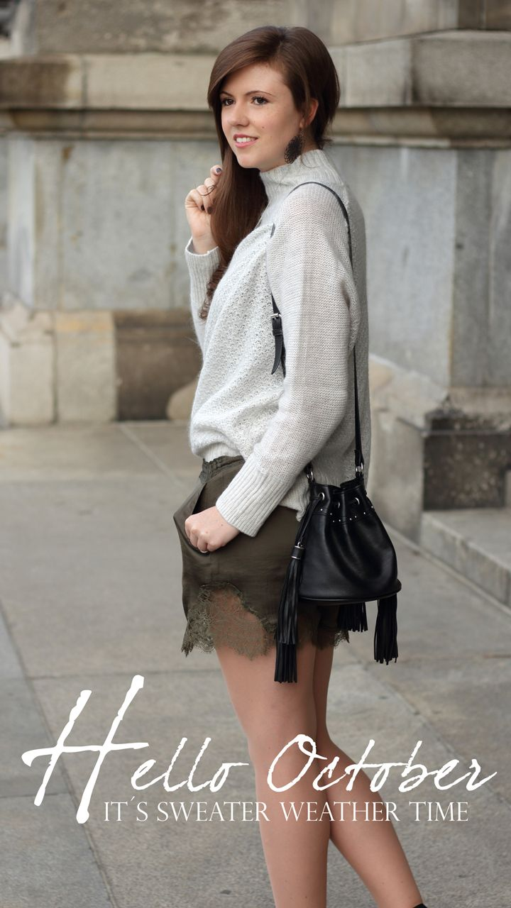 Falloutfit | Falllook | Herbstoutfit | Herbstlook | sweater weather | oversize sweater | grau | hellgrau | lightgrey  | Shorts with lace | Shorts mit Spitze | lace and knit | knitwear | sweater with turtleneck | Pullover mit Stehkragen | girl | Brunette | Shorts and sweater | pre fall look | pre fall outfit | bag with fringes | fashion | fashionblogger