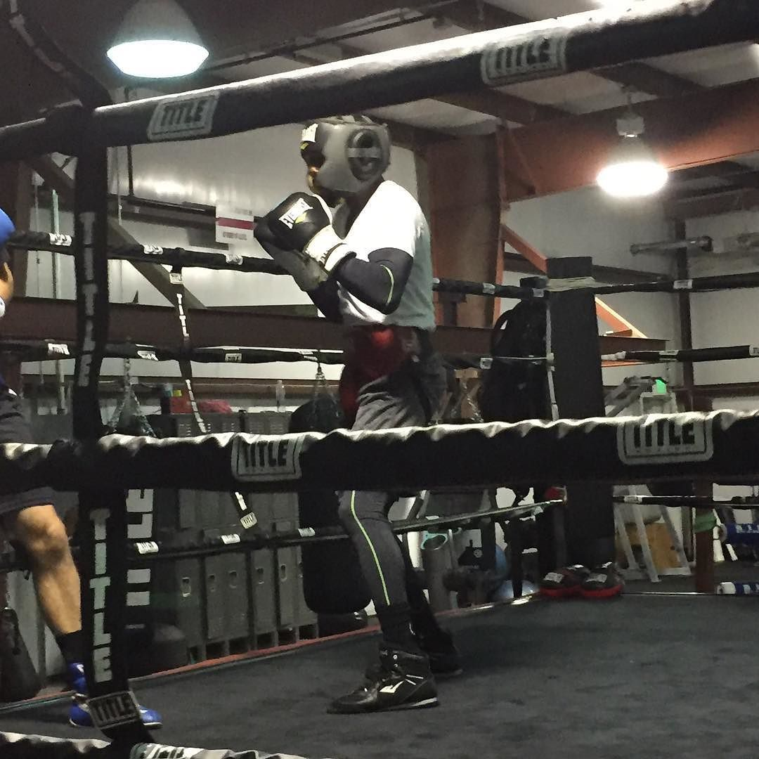 "The Champ Terrence ""BUD"" Crawford @tbudcrawford putting in that work getting ready for his upcoming Title defense on December 10th. Triple Threat Boxing/MMA where champions come to train. #triplethreatgym #triplethreatboxing #teamcrawford #crawfordmolina #champion #professionalboxer"