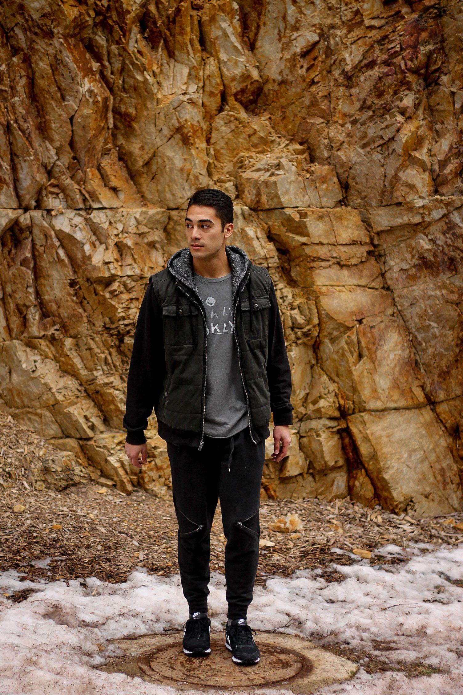 Men's casual. #exploring #wanderlust #hoodie #urbanoutfitters #urbanoutfittersmens #uomens #sneakers