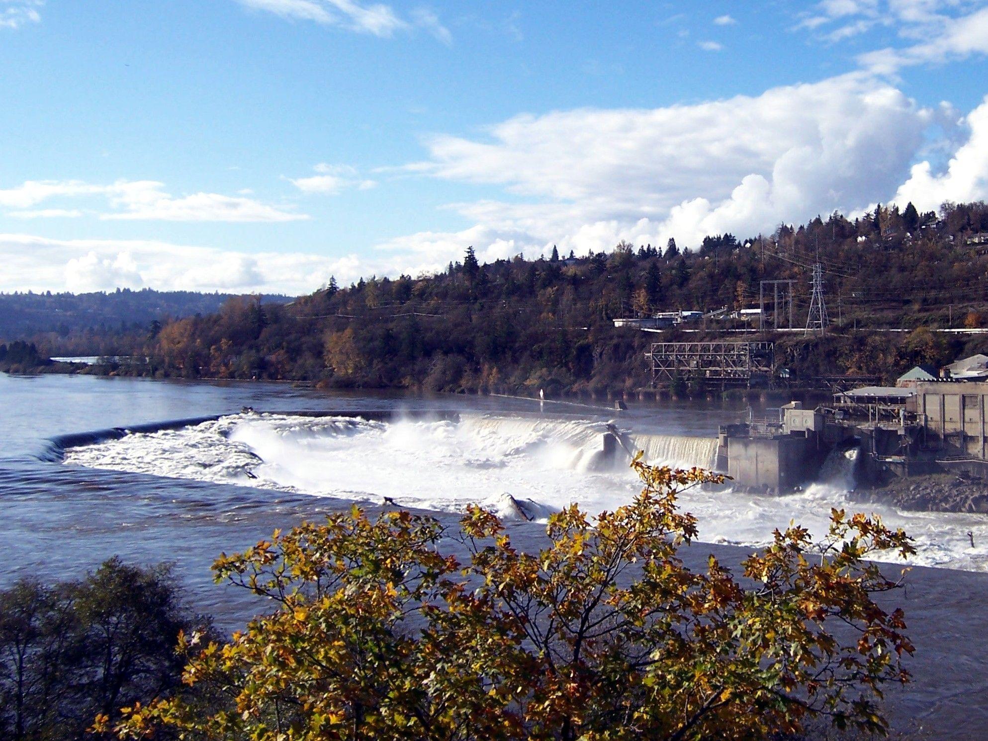November 2006 Falls in Oregon City on the Willamette River
