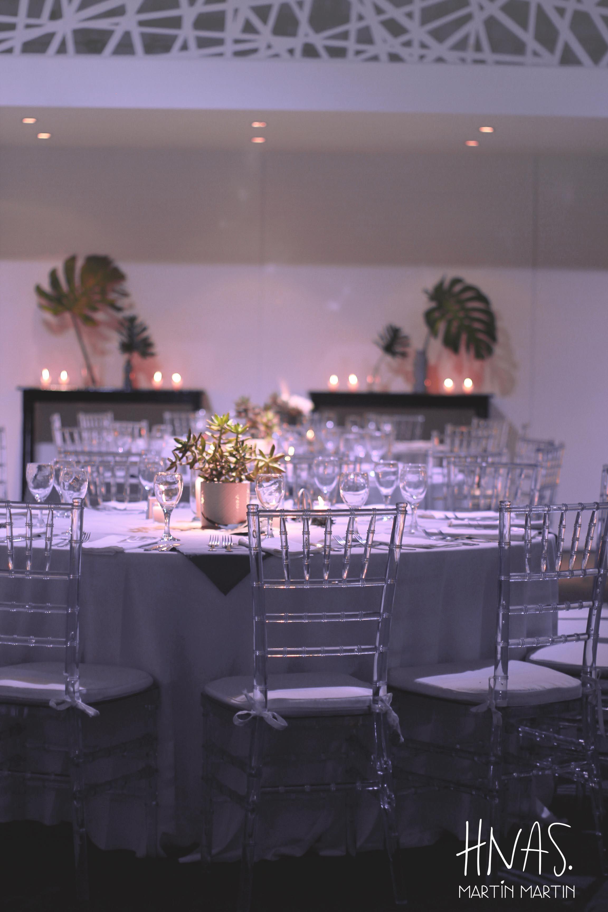 ambientacin bar mitzvah hotel the brick chrome plateado sillas tiffany cristal - Brick Hotel Decoration