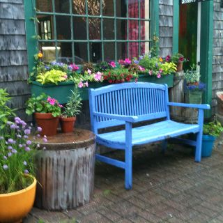 Bold colour bench tuin pinterest tuin - Moderne tuin ingang ...