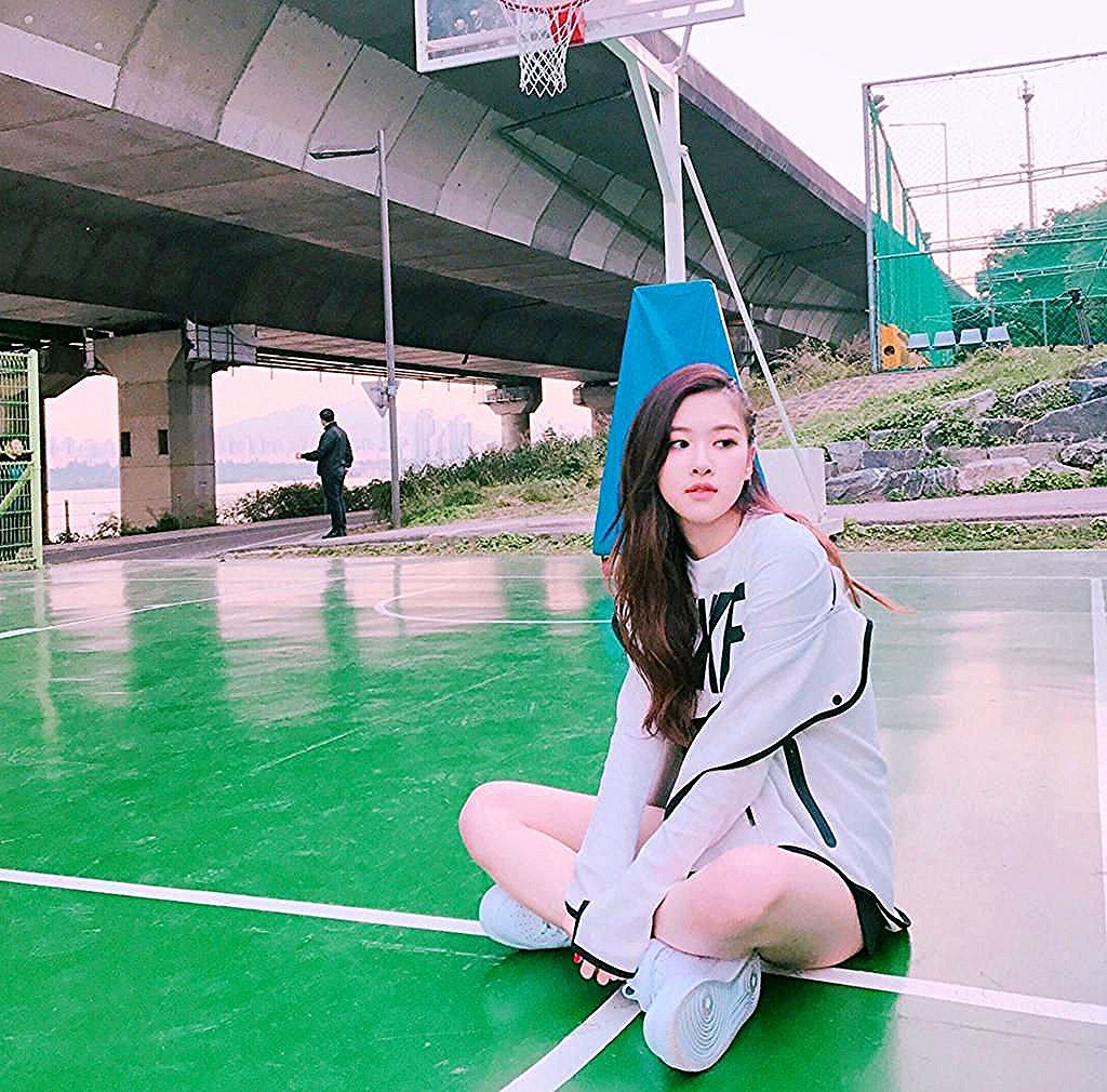 Pin by Sergio Crist on rose in 2020   Blackpink, Park chaeyoung, Ballet skirt