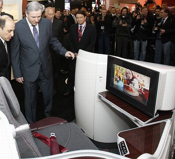 Qatar Airways Showcases New Business Class Seats at ITB Berlin