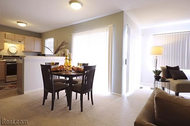 Skyridge Club Apartments 1395 Skyridge Drive Crystal Lake Il 60014 Rent Com Apartment Living Apartments For Rent Apartment