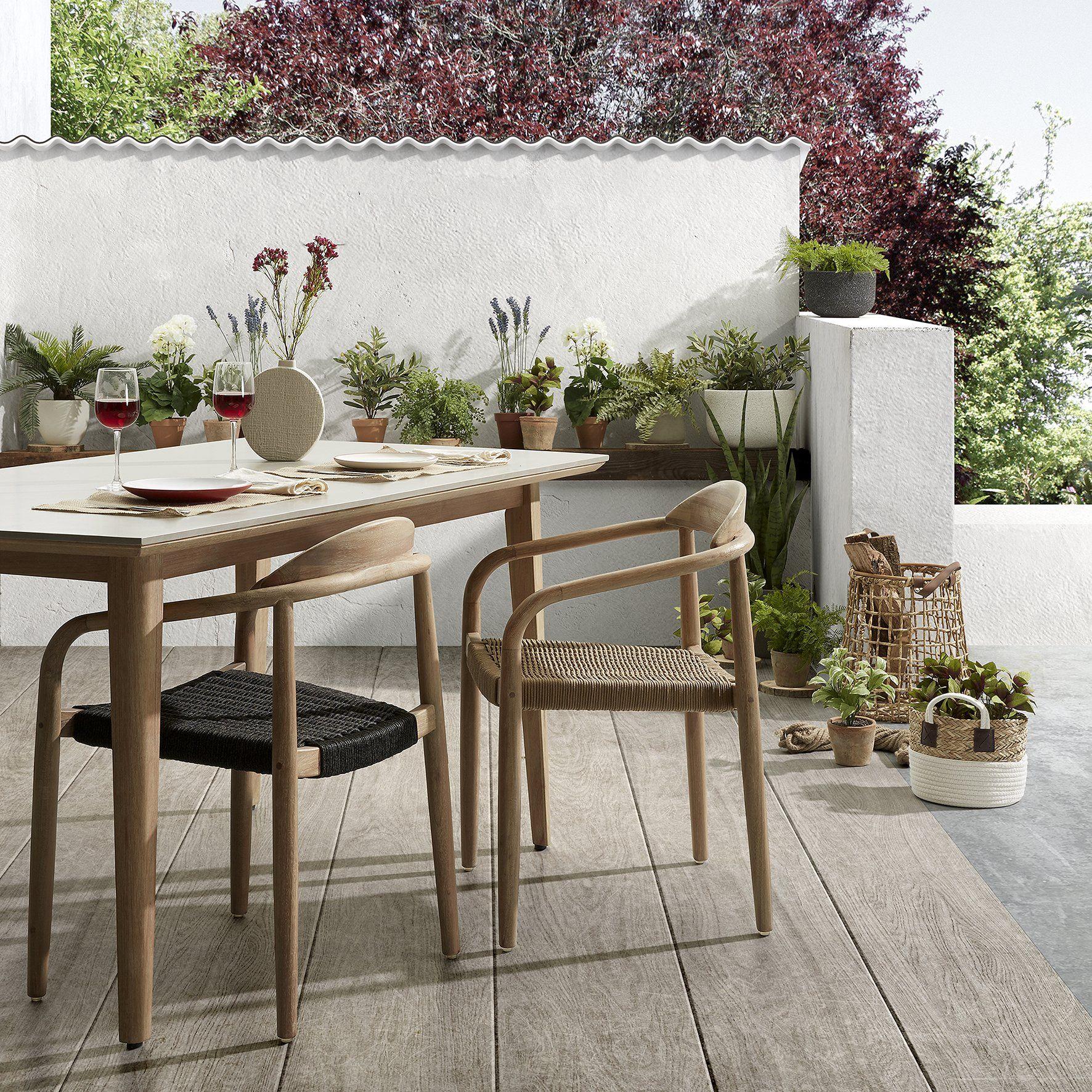 Une Table De Jardin Table De Jardin Mobilier Jardin Meuble