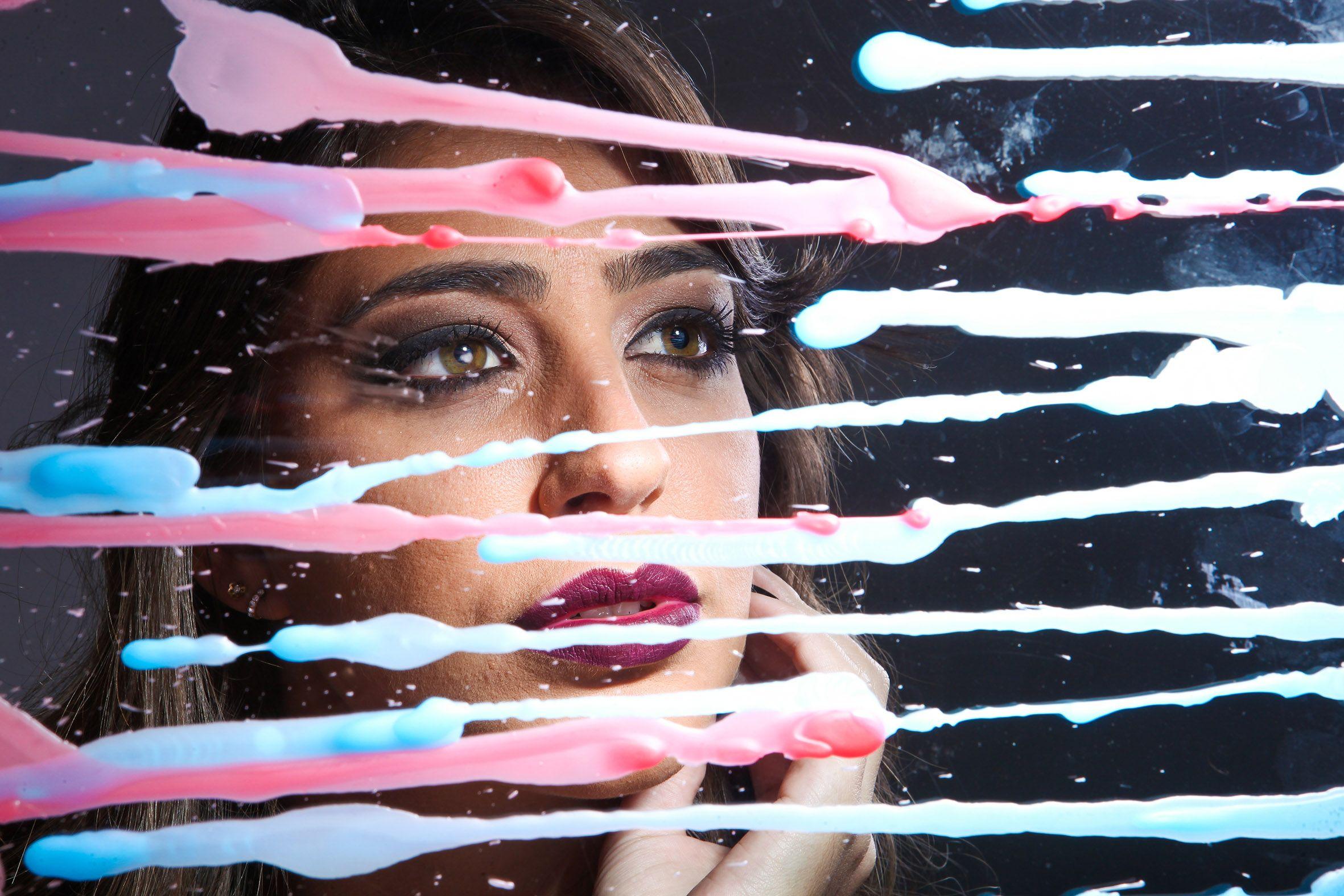 Fotos feita com vidro e cera de vela colorida