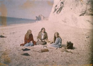 A Picnic on the Beach. Another autochrome of Christina O'Gorman, on the left, her mother and sister. England, 1913