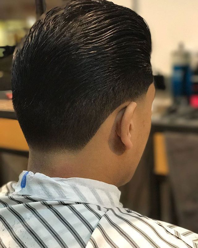 Mrpomade Tappered Slick Back Styled With Layrite By Barberjayfades92 Those Lines Are Cheveux Long Homme Coiffures Coupes De Cheveux Coiffures Masculines