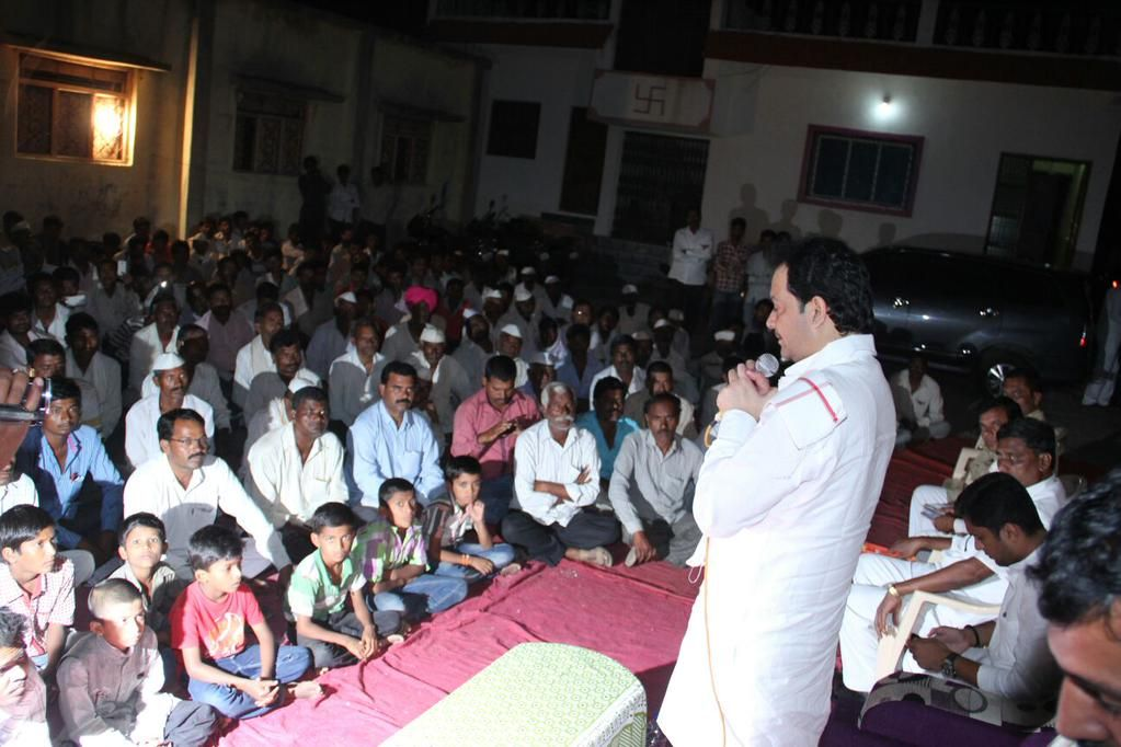 During my #LokSamwaadYatra, addressed #drought-hit farmers to redress their problems & inspired confidence in them.