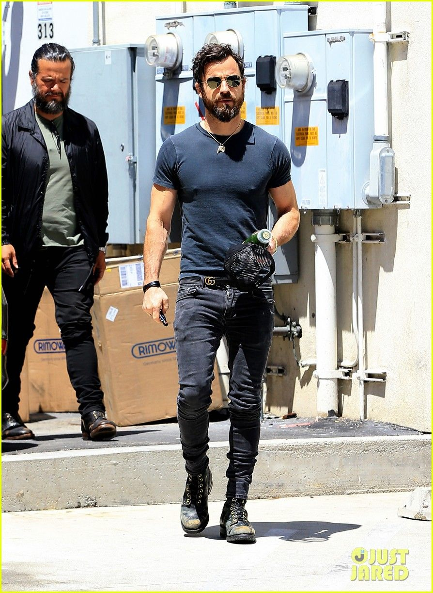 Justin Theroux Adds Another Tattoo To His Collection For His Birthday Mens Outfits Justin Theroux Mens Street Style