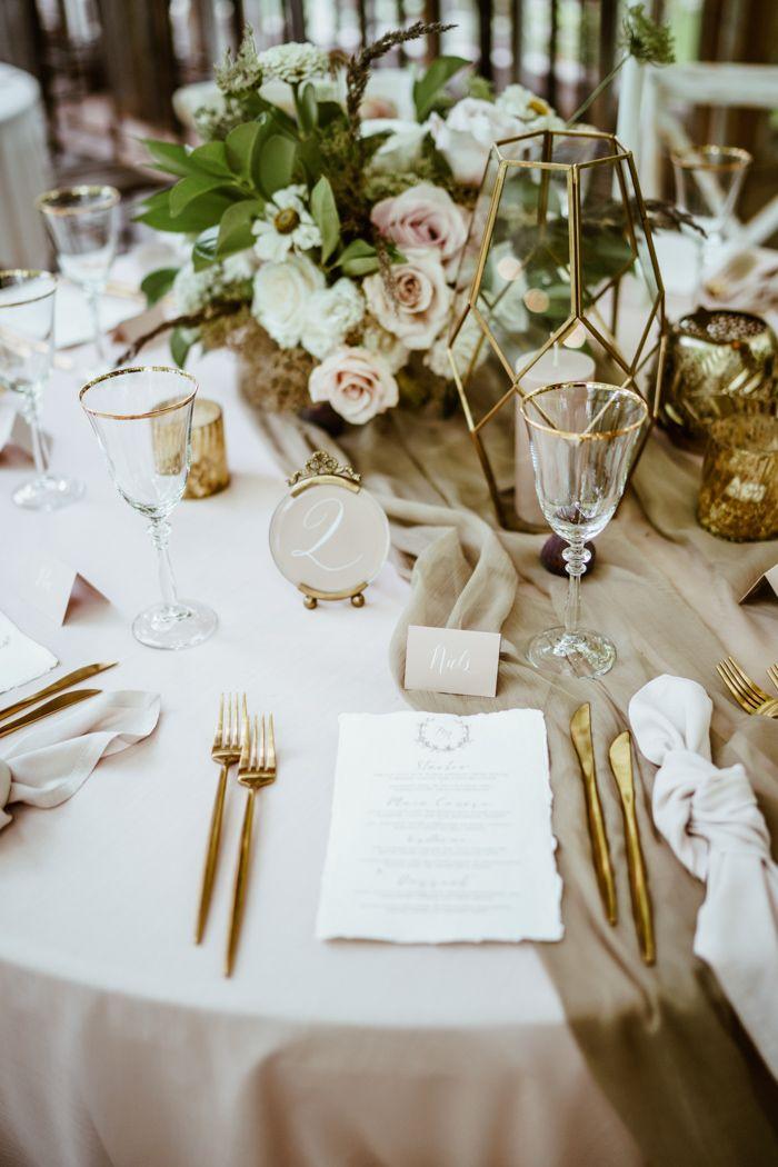 Wir können nicht über den bezaubernden Glamour dieser lettischen Gewächshaushochzeit in Siltumnica hinwegkommen   – Wedding Reception Inspiration