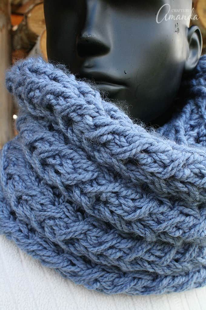 Free infinity scarf pattern. Make this faux cable infinity ...