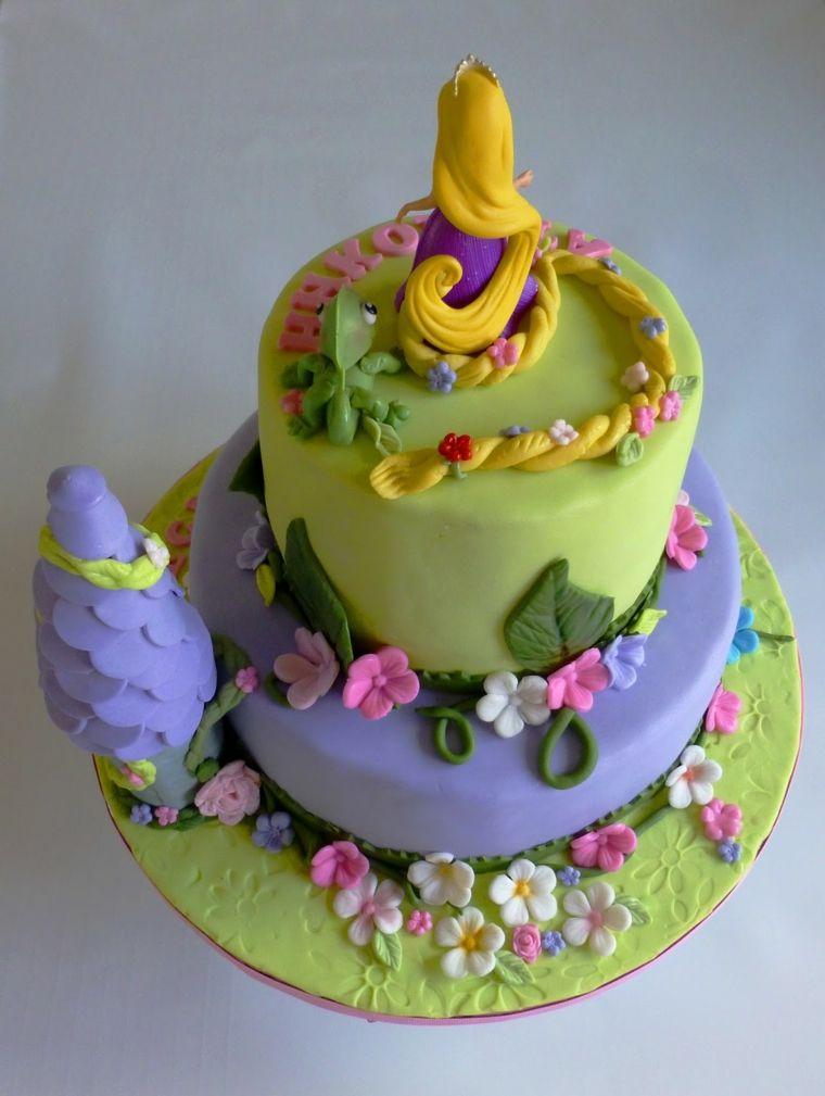 Torte per bambini idea dolce a due piani con la for Torte di compleanno a due piani semplici