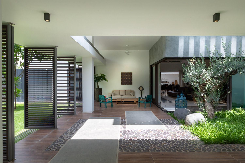 Gallery Of Courtyard Villa Moriq 7 Courtyard Design Courtyard House Front Courtyard