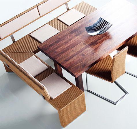 Als Eckplatzlösung Mit Tisch Und Loom Freischwinger Loom Bank 457