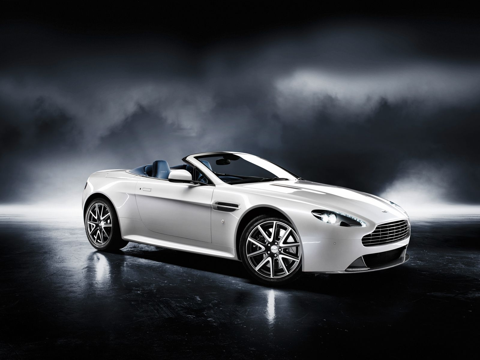 Permalink to Aston Martin Car Rental Sydney