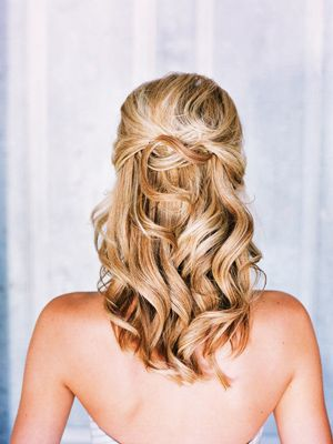Beautiful wedding hair with loose curls and a little pulled