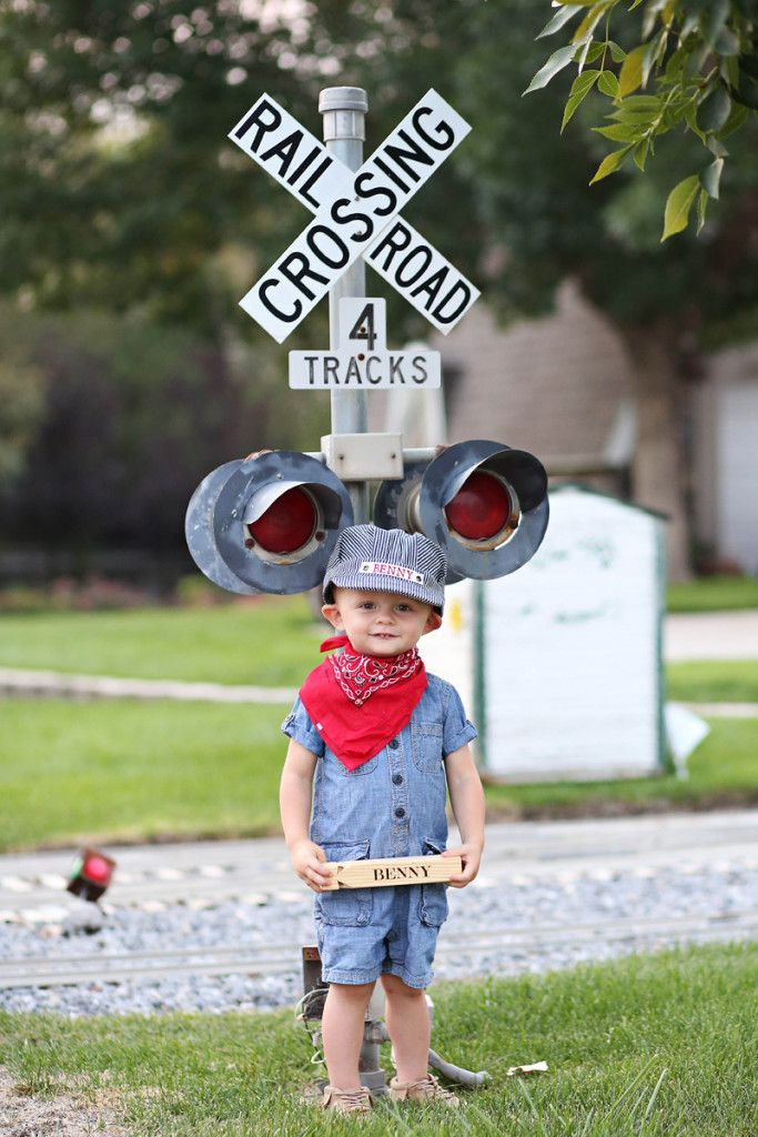 Thomas the Train Party photo invites and party outfit. Awesome ...
