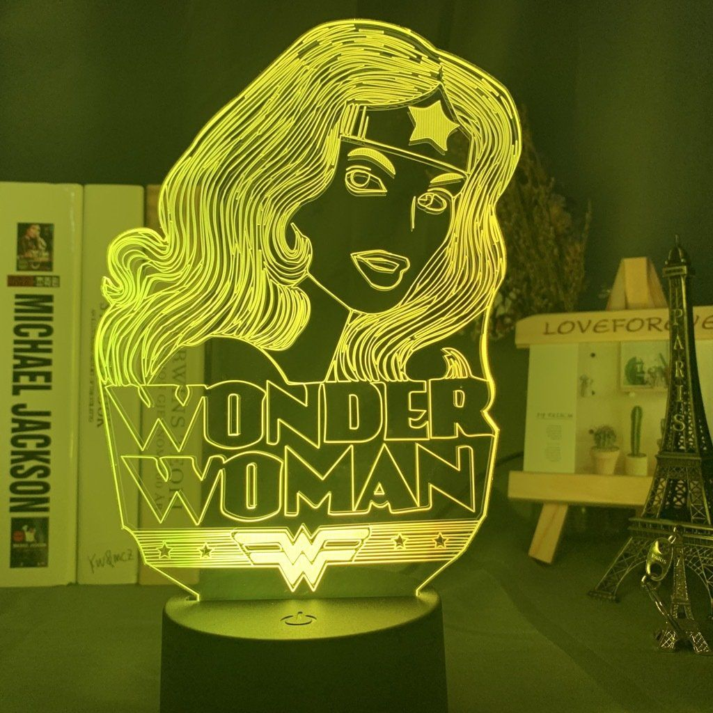 Heroine Wonder Woman Lampe Led Usb Lampe 7 Couleur Lampe Decoration Cadeau D Anniversaire In 2020
