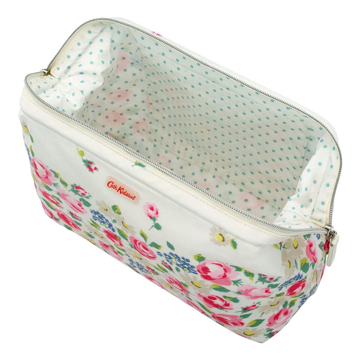 Daisies and Roses Border Frame Wash bag Washbags