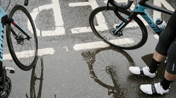 10 Top Tips For Road Cycling In The Rain Road Cycling Road Bike