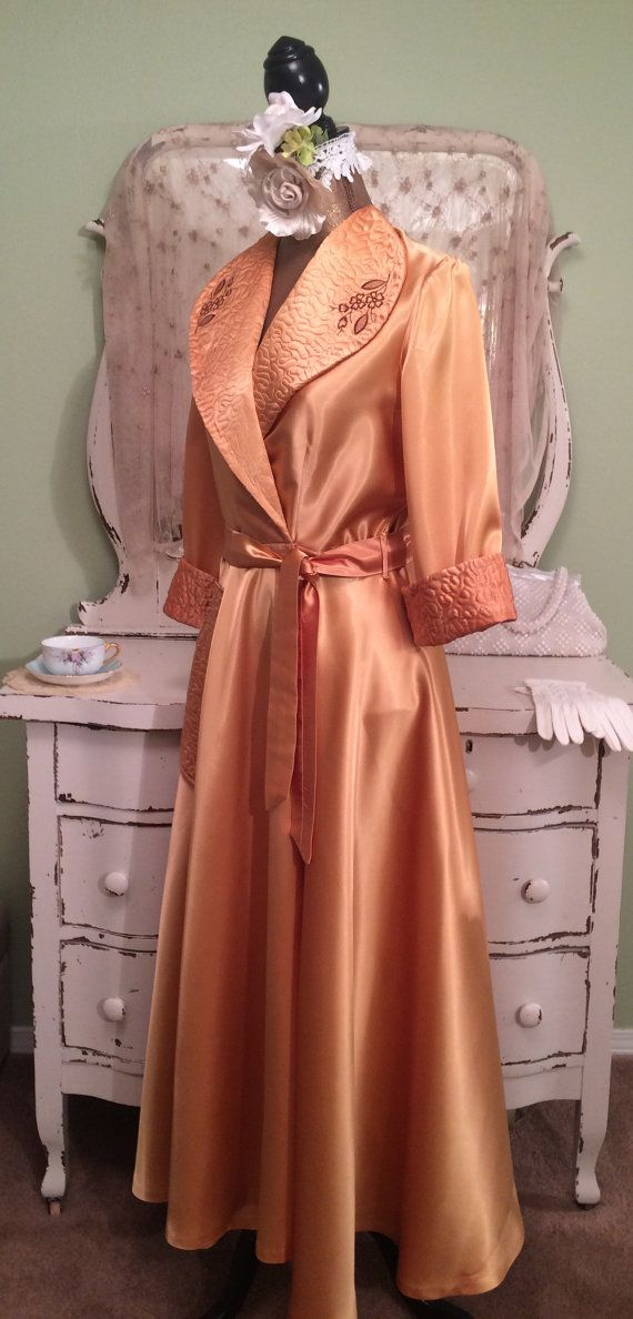 4d416d6d5 40s 50s Peach Gold Robe