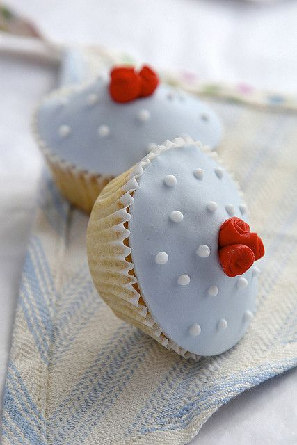 Retro Rosebud Cupcakes By The Great Little Cupcake Company Sweet