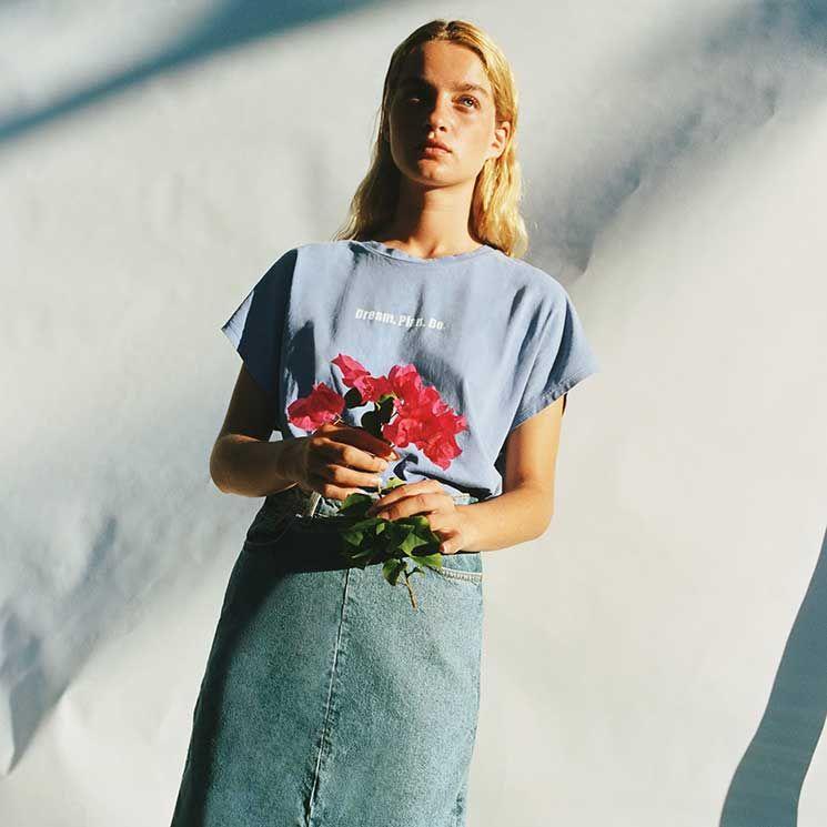 Optimismo y actitud positiva: las nuevas camisetas con mensaje van más allá de la moda