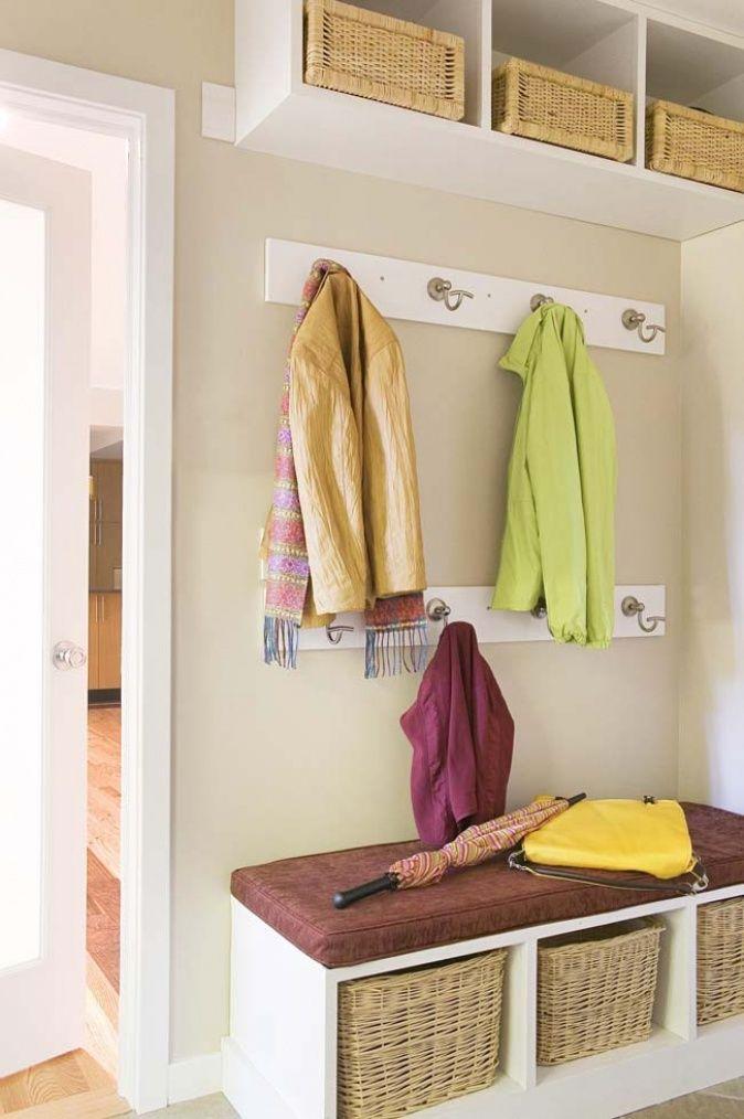 Garderobe mit k rben einrichten wohnen deko vorraum for Kleine garderobe einrichten