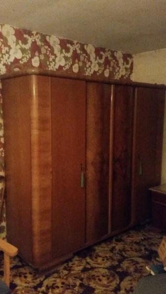 Biete hier einen Kleiderschrank Wäscheschrank Antik Vollholz an ...