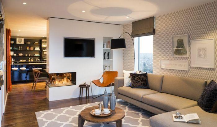 kleines wohnzimmer einrichten mustertapete teppich runder holztisch trennwand - Muster Tapete Wohnzimmer
