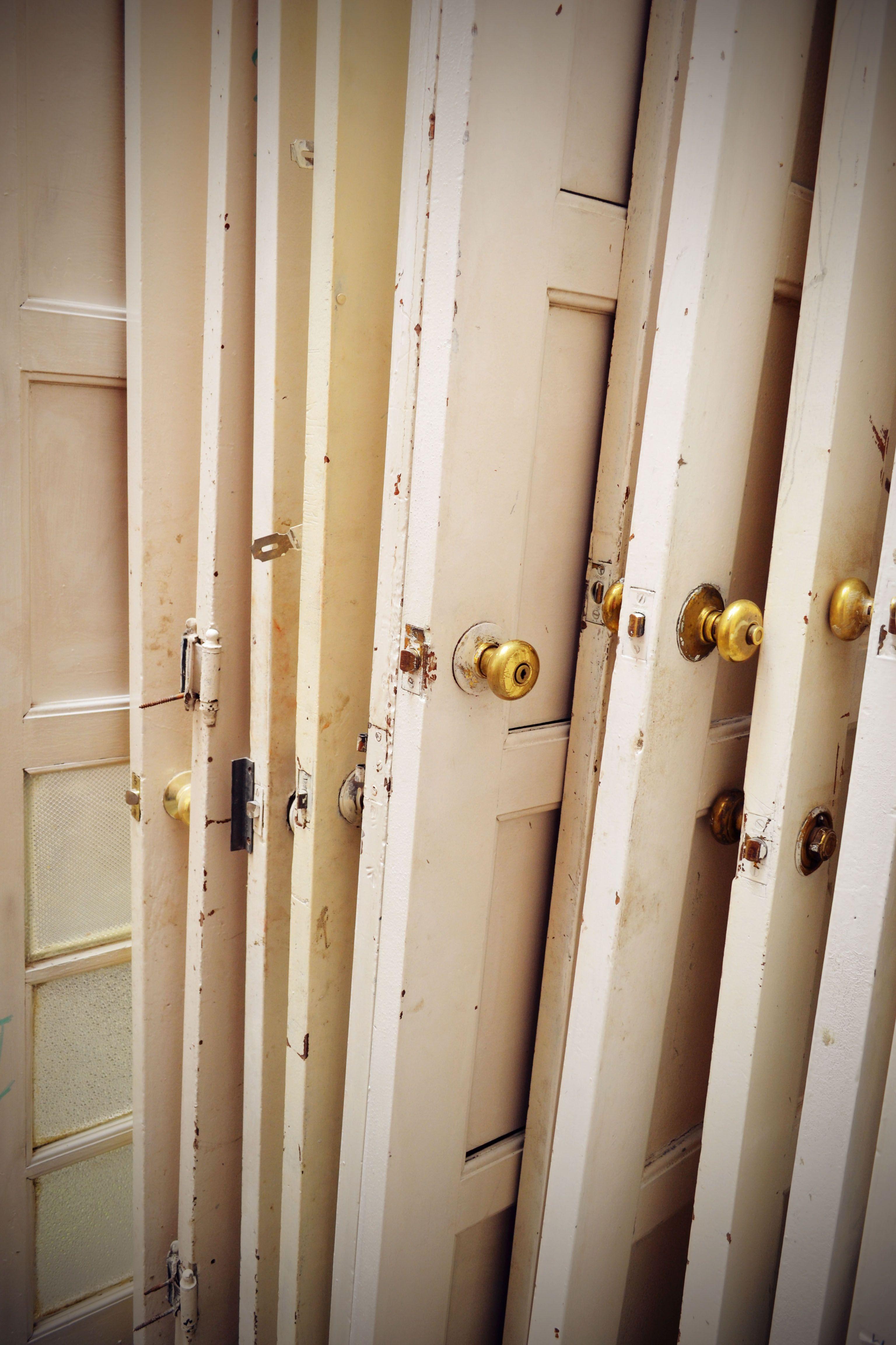 Restauración de puertas y carpintería.