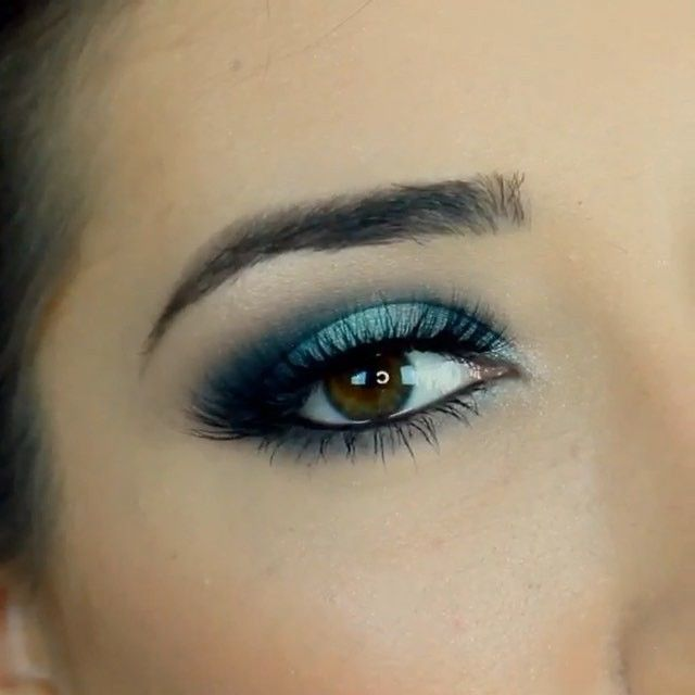 Continuing with today's turquoise theme one of my favorite looks by @paulina_alaiev