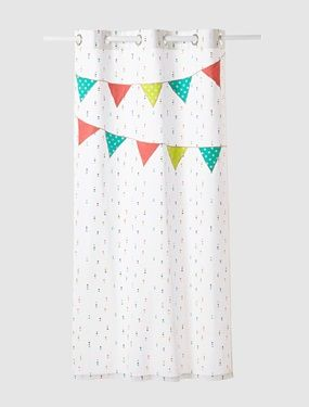 How cute, I have some eggwhite curtains left, would make fun to add some garland applications...