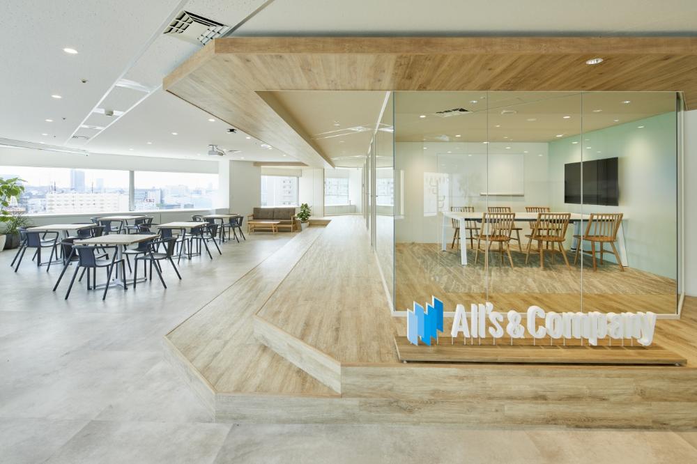 オフィスデザイン実績 看板猫がいるオフィス 開放感あふれる Social Terrace オフィスデザイン 家具デザイン オフィス