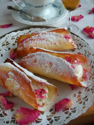 Herkkusuun lautasella-Ruokablogi: Lumoavat ruusucannollit