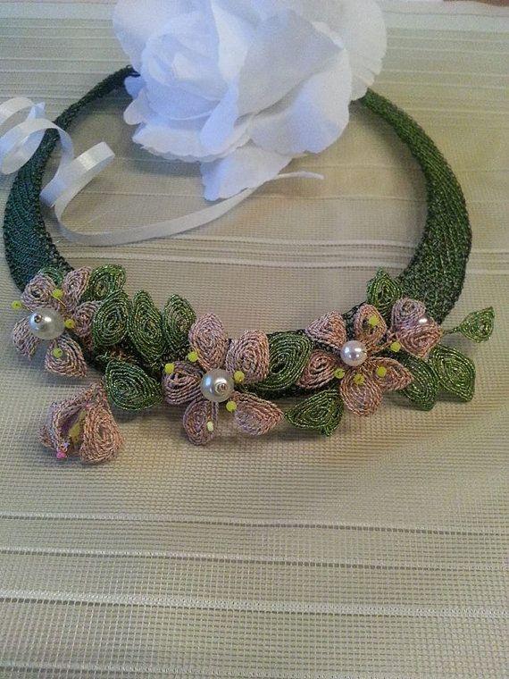 Halskette aus gehäkeltem Draht mit Ganutell von BeadStArt auf Etsy