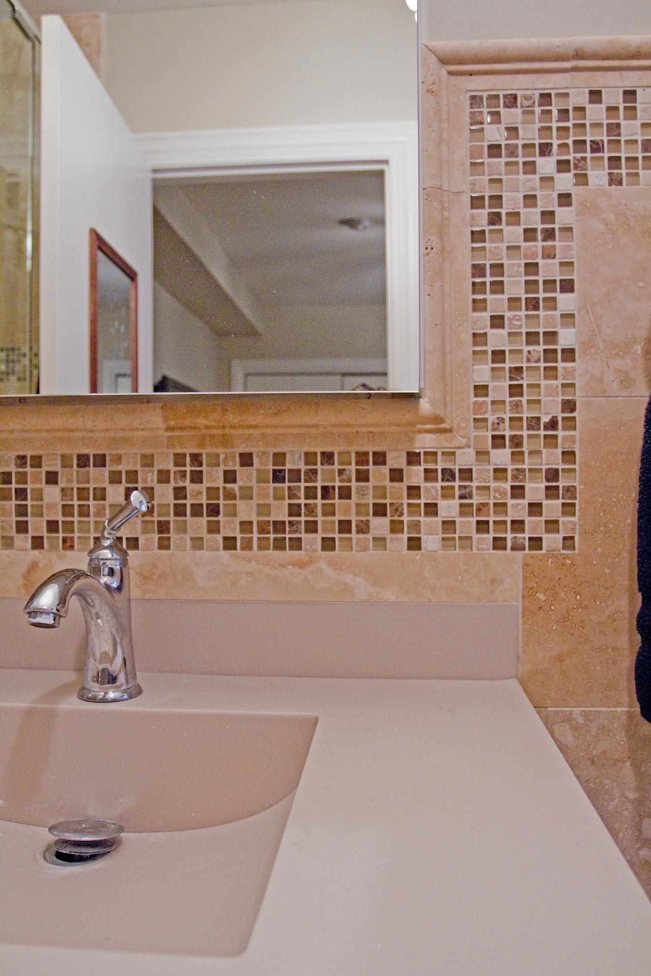 Mosaic border tiles bathrooms - Mosaic Tiles Flow Throughout The Bathroom Creating A Border Around The Milky Travertine Backsplash