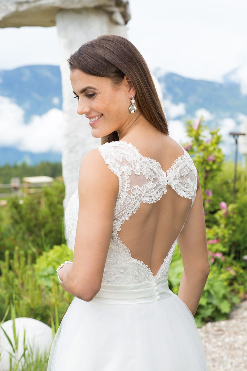 Brautkleid 18100 Wella mit Schleppe, Rückseite, Tüll mit Spitze ...