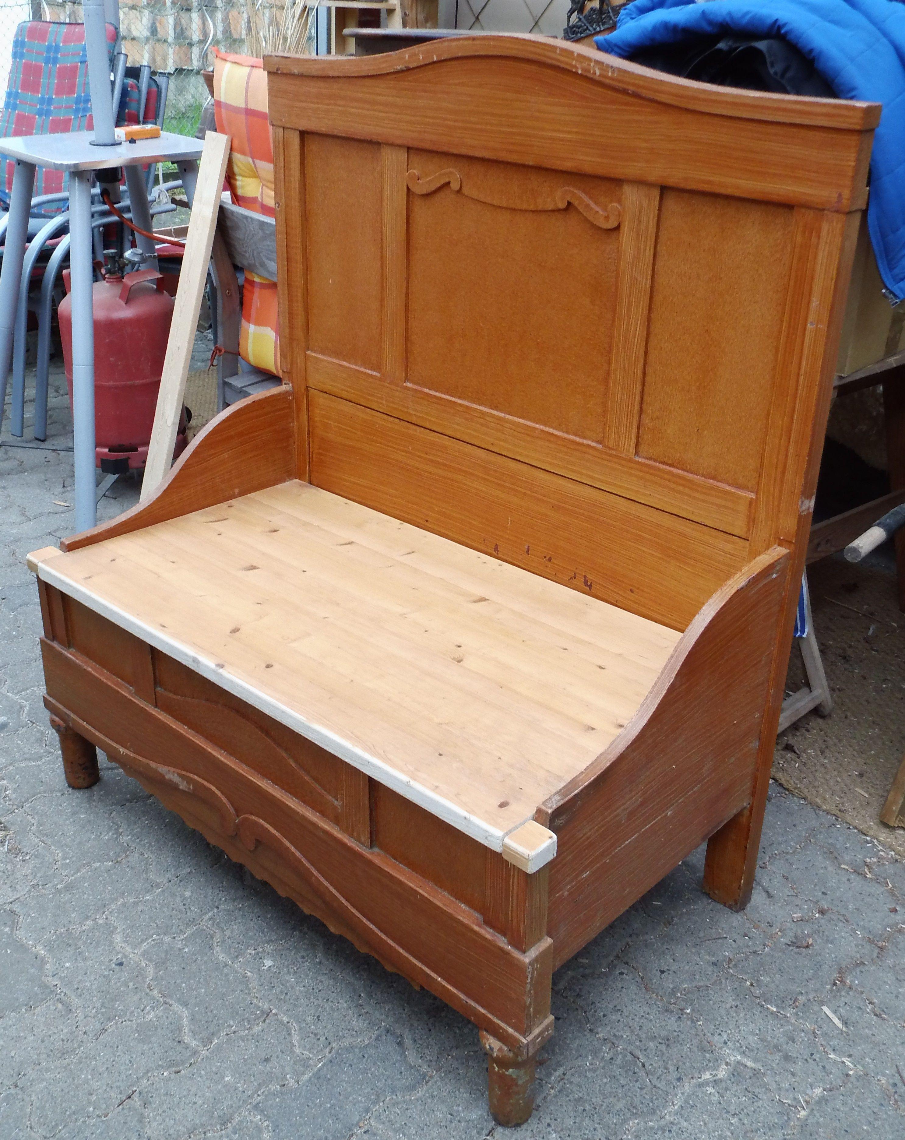 Fertig: Die Vorderen Ecken Noch Mit Kleinen Holzstücken Angeglichen An Die  Sitzfläche.
