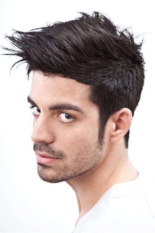 Cara larga corte de pelo hombre