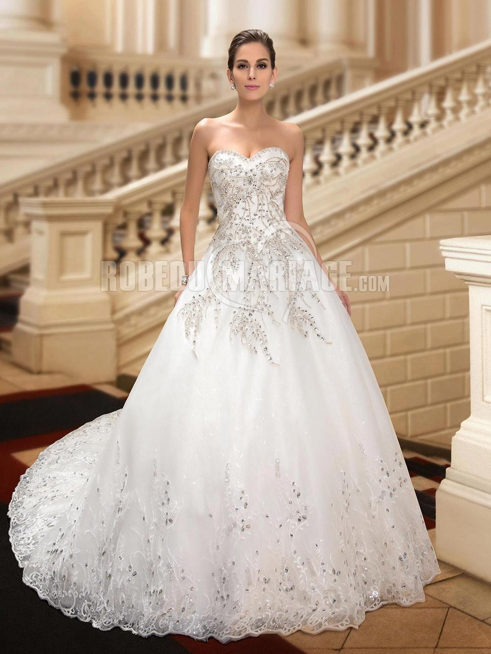 Robe à la main Robe de mariée décorée de